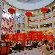 中国旧正月のお祝いがいたるところでされていた。