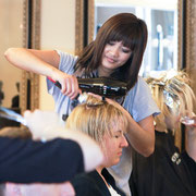 Hairlounge Eggenfelden team at work hairlounge eggenfeldens webseite