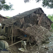 HUTTE PENCHÉE AVANT SA RECONSTRUCTION PAR PASDB (photo2).