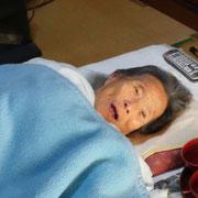 家で孫(Inoue Methods作成者)が帰ると、「かずおくん、帰ってきたかね」と話す祖母。100歳になりました。いかん、涙が出てきた。Inoue Methods作成者には、帰る場所があります。