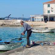 Fischer kommt ans Ufer