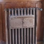 Un curieux radiateur chauffe-plat...