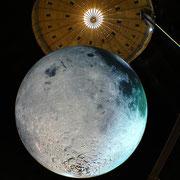 Der größte Mond auf Erden, Gasometer