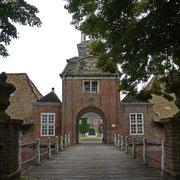 Eingang zum Schloß Lütetsburg