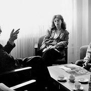 Christo und Jeanne-Claude im Gespräch mit Günter Verheugen (SPD) // Foto: Wolfgang Volz
