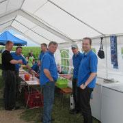 Unsere männlichen Helfer auf einem Haufen v.l. Andreas, Thomas, Tobi, Heinz, Dennis und Sebastian