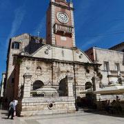 Der Volksplatz Narodni Trg. mit dem Glockenturm aus dem Jahre 1768