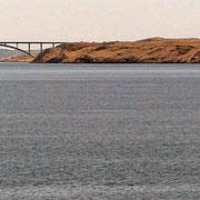 Paški most - die Paški - Brücke verbindet das Festland mit der Insel Pag. Diese Brücke wird öfters gesperrt, wenn die Bora  weht.