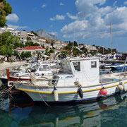 Der kleine Hafen von Brela