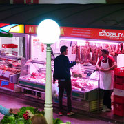 . . . und hier werden Fleisch- und Wurstwaren angeboten