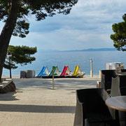 Abschied von Brela - wie toll: einfach aus dem Hotel durch die Bar an den Strand ins Wasser :))