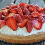 Erdbeer-Torte mit Rhabarber