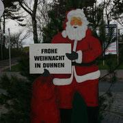2011 begrüßt Sie der Weihnachtsmann gleich am Kreisel bei der Einfahrt nach Duhnen Cuxhaven