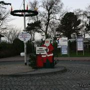 Weihnachtsmann auf dem Kreisel Duhner Allee - Cuxhavener Straße in Cuxhaven