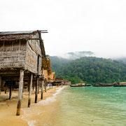 Das Dorf der Moken auf der Insel Bo Cho.