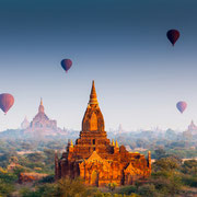 Ballonfahrt über den Ruinen von Bagan