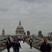 Millenium Bridge & Saint Paul´s Cathedral [London / England]