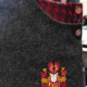 Auftragsarbeit- Kiltsuit 4 teilig mit Wappenstickerei auf der Tasche.