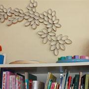 Decora tus paredes con cartón.