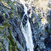 herabstürzender Wasserfall