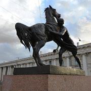 Statue der Anitschkow-Brücke