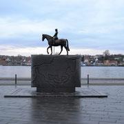 Reiterstatue am Hafen