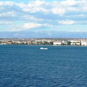 Vorbeifahrt an der Altstadt von Zadar