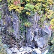 峡谷と紅葉
