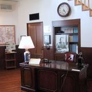 再現した千畝の「執務室」