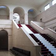 「教育展示館」正面階段