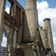 爆破の跡が残る「ボイラー室」跡