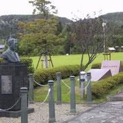 「人道の丘公園」内にある千畝の『胸像』