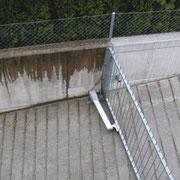 Mauer links ohne, Mauer rechts mit iQcrete protec geschützt.