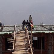 Eine geniale Brücke vereinfacht das Betonieren der 2. Decke Ostbau