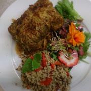 Vegarische irsingroulade, Quinoa-geröstet Paprika-Salat