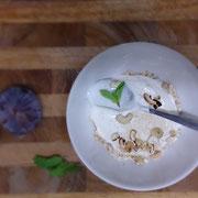 Müsli, Joghurt, Cashews, Minze, Feigen