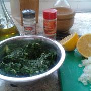 Mezclar en crudo la cebolla con la verdura.