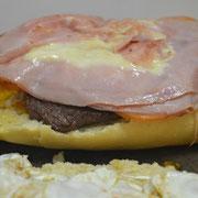 Luego le ponemos queso emmental y muzzarella a lo bestia.....