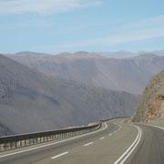 nach hundert Kilometer mal eine Kurve und etwas Landschaft