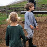 Yari (5) mit seiner kleinen Schwester (3)