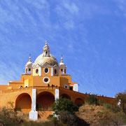 das Heiligtum (Kirche) von unten fotografiert