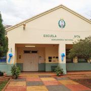 die Schule im Ort