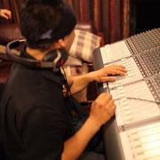 録音した楽器の配置・音量・音色を調整します。