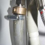 Undichtigkeit an einer Schlauchschelle für eine Spülmaschine