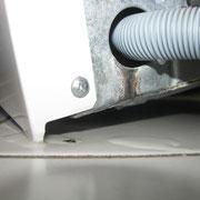 Defekter Ablaufschlauch an einer Waschmaschine