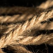 Качественный подвес - джутовая верёвка.