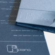 Logo jb piano, Anwendung in Druck und Prägung – infragrau, gute Gestaltung