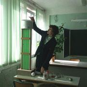 Желтоухов Серёжа защищает на секции работу по физике