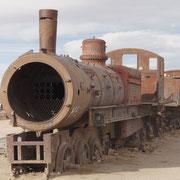 Die Lokomotiven haben seit Jahrzehnten ausgedient - Eisenbahnfriedhof von Uyuni