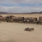 Der Eisenbahn-Friedhof von Uyuni - skurile, einprägsame Kulisse
